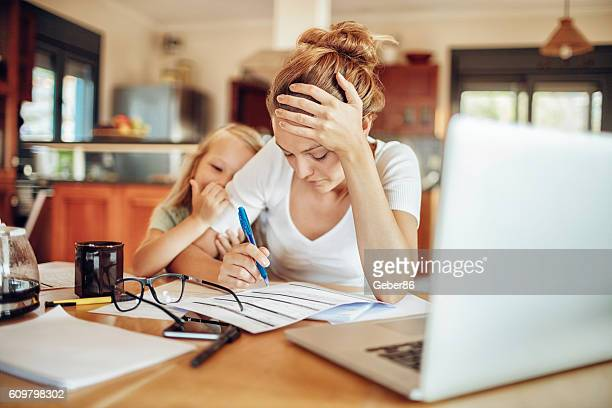working at home - single mother stock pictures, royalty-free photos & images