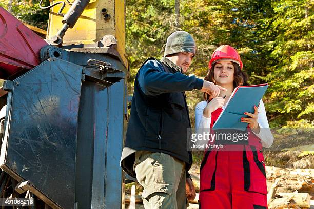 Working discussions between technical and machinist when forest harvesting