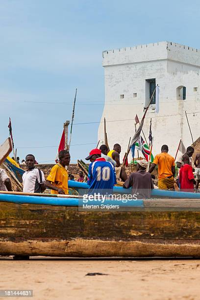 working fishermen outside cape coast castle - merten snijders stock-fotos und bilder