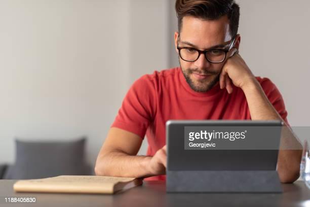 trabalhando em casa - internet - fotografias e filmes do acervo