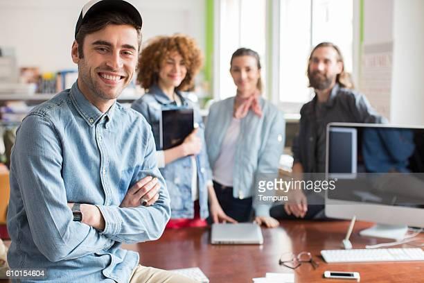 working in a crative small business office - belgische cultuur stockfoto's en -beelden