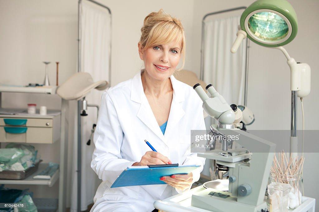 Working in laboratory for In Vitro Fertilisation : Stock Photo