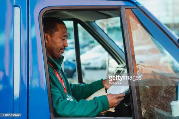 werken in de truck - onafhankelijkheid stockfoto's en -beelden