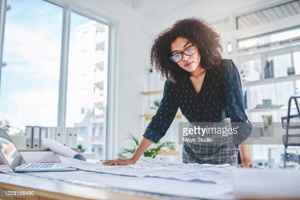 いくつかの高級デザインに取り組む - 女性建築家 ストックフォトと画像