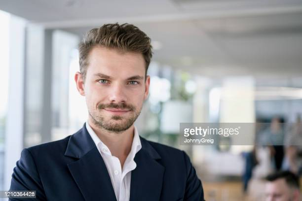 working portrait of confident mid adult businessman - colletto aperto foto e immagini stock