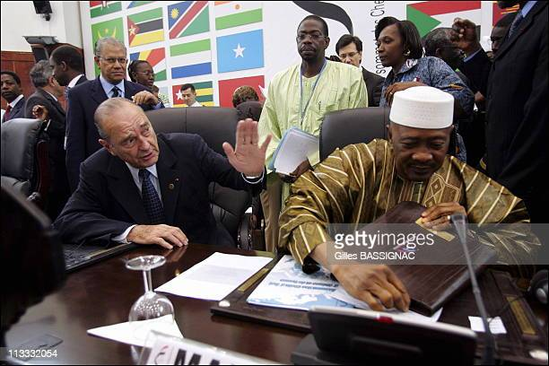 Working Session On The 2Nd Day Of The AfricanFrench Summit On December 4Th 2005 In Bamako Mali Here French President Jacques Chirac And Amadou...