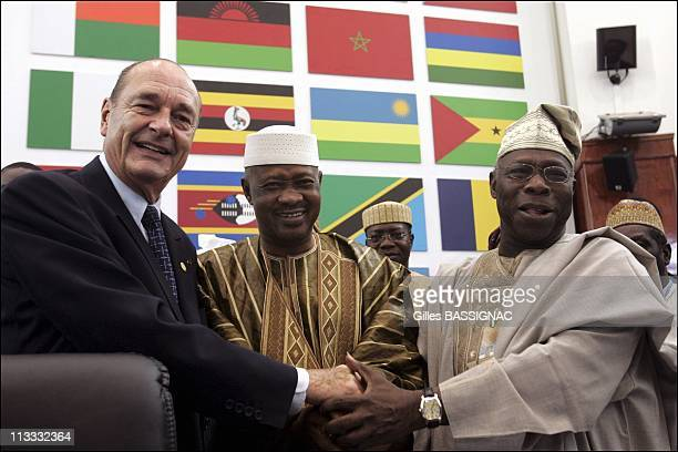 Working Session On The 2Nd Day Of The AfricanFrench Summit On December 4Th 2005 In Bamako Mali Here French President Jacques Chirac Amadou Toumani...
