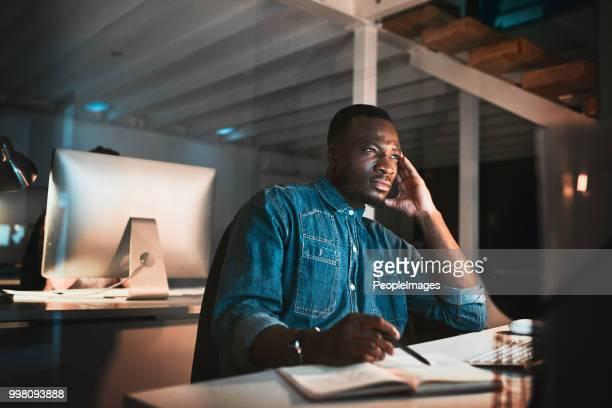 Trabajando toda la noche para hacer el trabajo