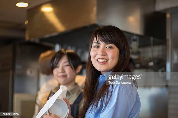 working women in kitchen - oprichter stockfoto's en -beelden