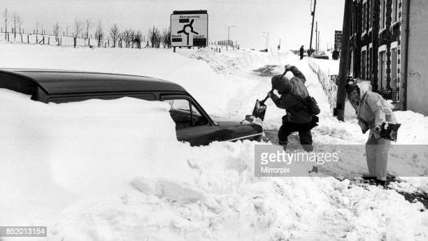 Workmen dig out a van from the blocked High Street Dowlais 27th April 1981