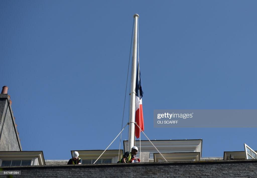 BRITAIN-FRANCE-ATTACK : News Photo