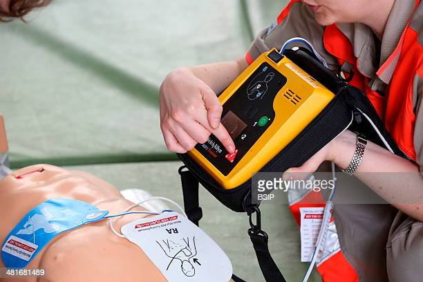 Workshop organised by the Red Cross Lifesaving first aid on a model Defibrillator