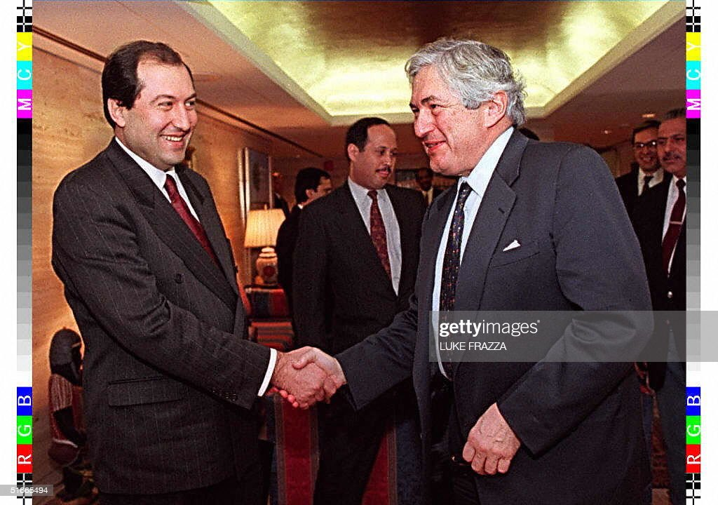 World Bank President James Wolfensohn (R) greets A : News Photo