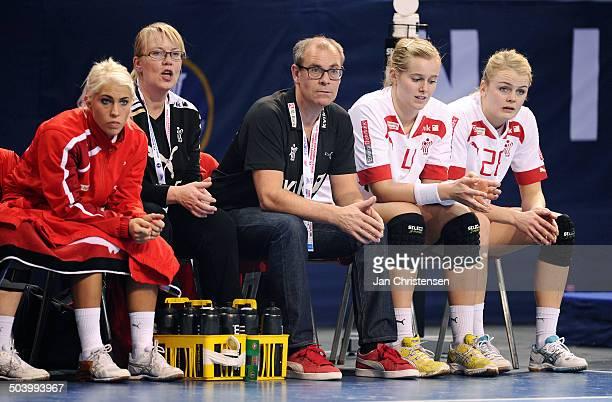 World Championships Womens Handball Serbia vs. Denmark - Landstræner / Teamcoach Jan Pytlick, Danmark / Denmark på den danske udskiftningsbænk - th....