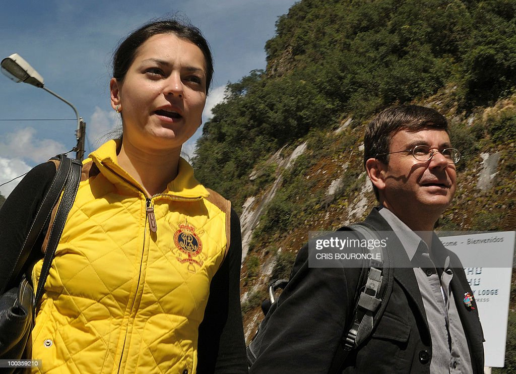 World chess champion Russian Alexandra Kosteniuk and her husband and manager, Colombian Diego Garces (R), walk upon their arrival to the train station near the Inca citadel of Machu-Picchu, 1,215 km south east of Lima, on May 23, 2010. Kosteniuk will play an exhibition set of games against Peruvian Under-16 female world champion Deysi Cori.