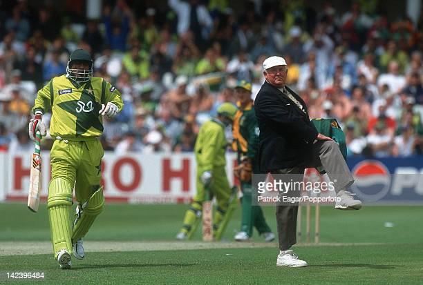 World Cup 1999 Australia v Pakistan at Headingley Umpire David Shepherd 1996414