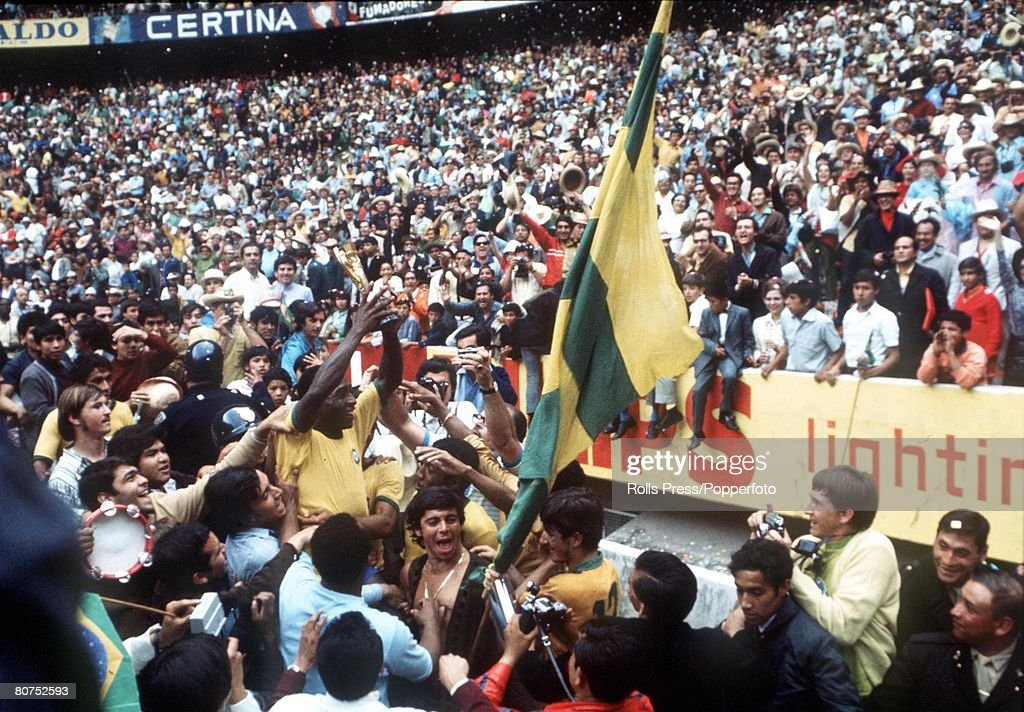 World Cup Final 1970 Mexico City, Mexico. 21st June, 1970. Brazil 4 v Italy 1. Brazilian star Pele holds aloft the Jules Rimet World Cup trophy to thousands of fans in the Azteca Stadium after they defeated Italy in the World Cup Final. : News Photo