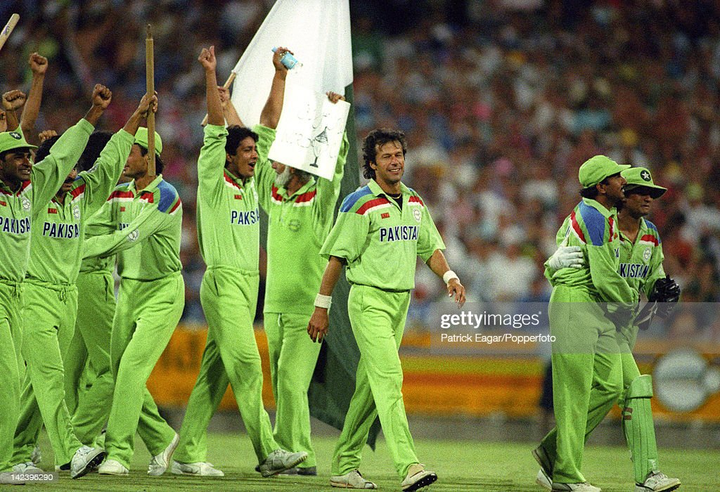 World Cup Final at Melbourne 1992 Pakistan beat England Imran Khan and members of the Pakistan team at the moment of victory having bowled England out for 227 65835-19