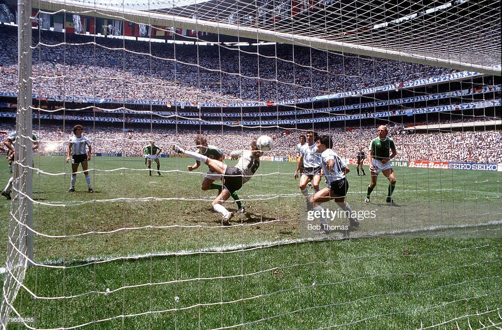 1986 World Cup Final, Azteca Stadium, Mexico, 29th June, 1986, Argentina 3 v West Germany 2, West Germany's Rudi Voeller scores his side's second goal past Argentina's goalkeeper Nery Pumpido to level the scores : News Photo