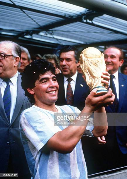 World Cup Final Azteca Stadium Mexico 29th June Argentina 3 v West Germany 2 Argentina's captain Diego Maradona holds aloft the trophy after the...