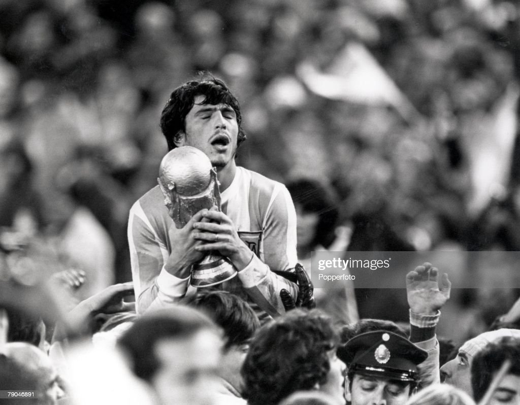 1978 World Cup Final. Buenos Aires, Argentina. 25th June, 1978. Argentina 3 v Holland 1 (aet). Argentine captain Daniel Passarella holds the World Cup trophy aloft whilst being carried on a lap of honour : News Photo