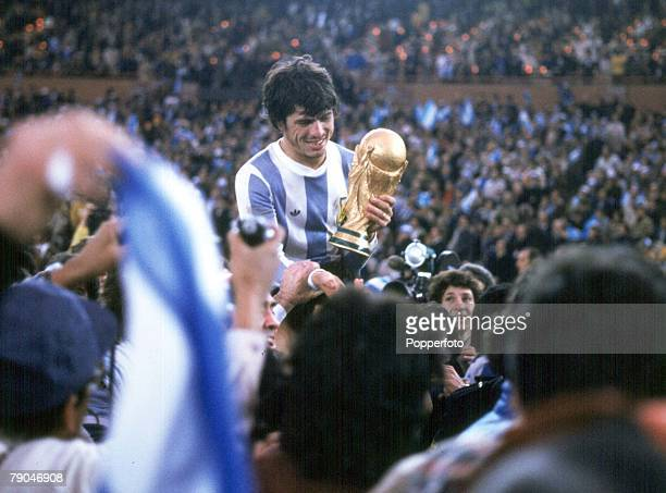 World Cup Final Buenos Aires Argentina 25th June Argentina 3 v Holland 1 Argentine captain Daniel Passarella holds the World Cup trophy amid chaotic...