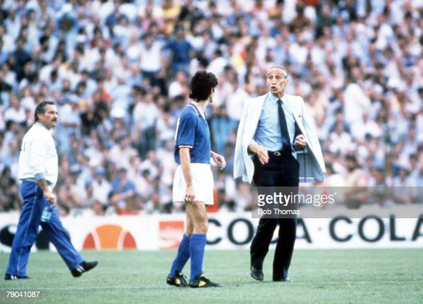 World Cup Final, Madrid, Spain, 11th July Italy 3 v West Germany 1, Italy's manager Enzo Bearzot talks with his striker Paolo Rossi at half time
