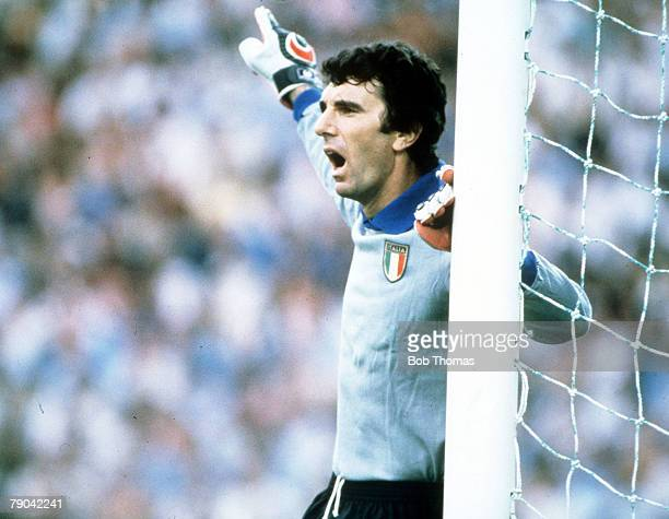 World Cup Final, Madrid, Spain, 11th July Italy 3 v West Germany 1, Italian goalkeeper Dino Zoff shouts instructions to his defenders