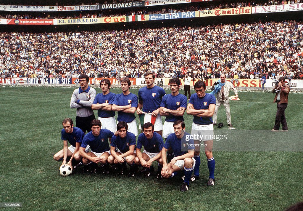 1970 World Cup Final. Mexico City, Mexico. 21st June, 1970. Brazil 4 v Italy 1. The Italian team pose for a goup photograph before the match. : News Photo
