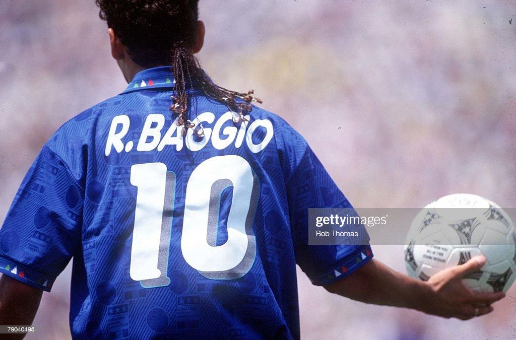 1994 World Cup Final. Pasadena, USA. 17th July, 1994. Brazil 0 v Italy 0. (Brazil won 3-2 on penalties) Italy's Roberto Baggio : News Photo