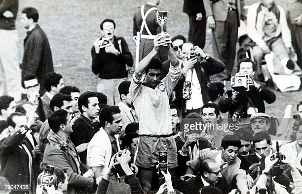 World Cup Final Santiago Chile Brazil 3 v Czechoslovakia 1 17th June Brazilian captain Mauro holds aloft the Jules Rimet trophy after his team...