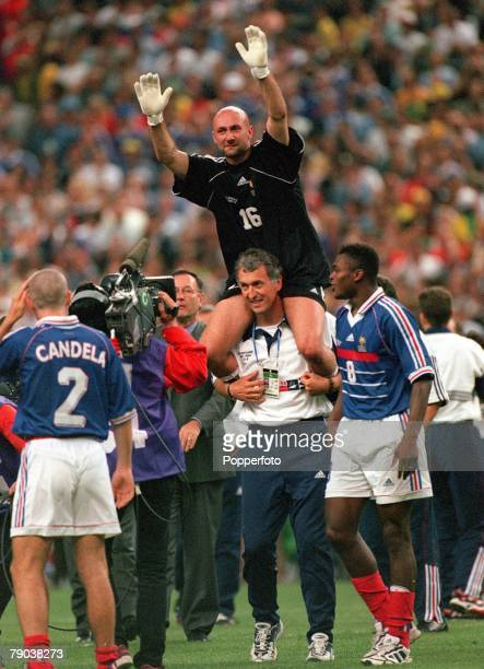 World Cup Final St Denis France 12th July France 3 v Brazil 0 French goalkeeper Fabien Barthez waves as he celebrates victory