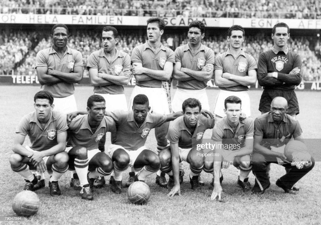 1958 World Cup Final. Stockholm, Sweden. 29th June, 1958. Sweden 2 v Brazil 5. The Brazilian team line up before the game, World Champions 1958. : Fotografía de noticias