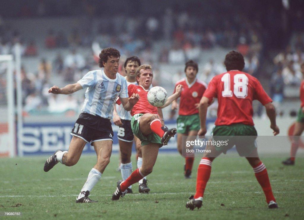 1986 World Cup Finals. Azteca Stadium, Mexico. 10th June, 1986. Argentina 2 v Bulgaria 0. Argentina's Jorge Valdano battles for the ball with Bulgaria's Plamen Getov. : News Photo