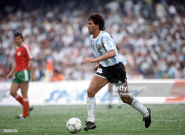 World Cup Finals Azteca Stadium Mexico 10th June Argentina 2 v Bulgaria 0 Argentina's Ricardo Giusti on the ball