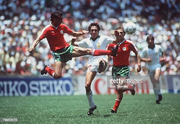 World Cup Finals Azteca Stadium Mexico 15th June Mexico 2 v Bulgaria 0 Mexico's Manuel Negrete goes for the ball as Bulgaria's Nicolai Arabov...