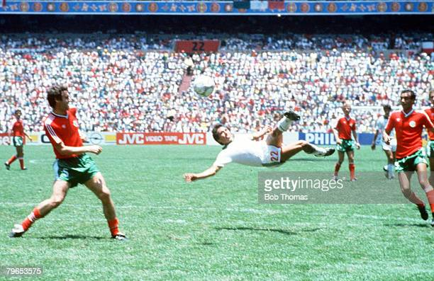 World Cup Finals Azteca Stadium Mexico 15th June Mexico 2 v Bulgaria 0 Mexico's Manuel Negrete tries a spectacular scissors kick