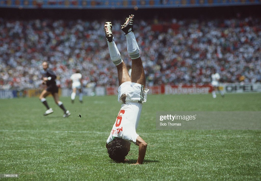 1986 World Cup Finals, Azteca Stadium, Mexico, 15th June, 1986, Mexico 2 v Bulgaria 0, Mexico's Hugo Sanchez performs a hand-stand to celebrate a goal : News Photo