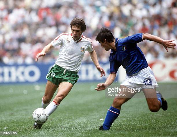 World Cup Finals Azteca Stadium Mexico 31st May 1986 Italy 1 v Bulgaria 1 Italy's De Napoli moves in to challenge Bulgaria's Zivko Gospodinov