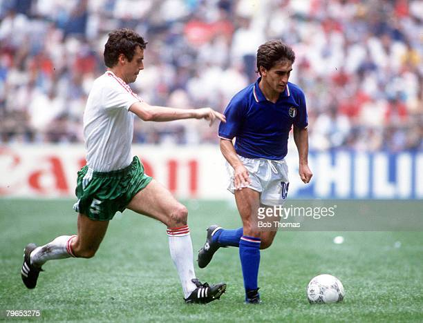 World Cup Finals Azteca Stadium Mexico 31st May 1986 Italy 1 v Bulgaria 1 Italy's Giuseppe Galderisi battles for the ball with Bulgaria's Gheorgi...