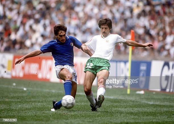 World Cup Finals Azteca Stadium Mexico 31st May 1986 Italy 1 v Bulgaria 1 Italy's Giuseppe Galderi battles for the ball with Bulgaria's Radoslav...