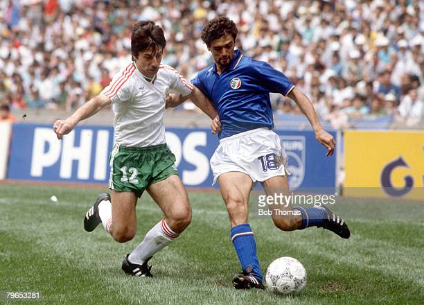 World Cup Finals Azteca Stadium Mexico 31st May 1986 Italy 1 v Bulgaria 1 Italy's Alessandro Altobelli battles for the ball with Bulgaria's Radoslav...