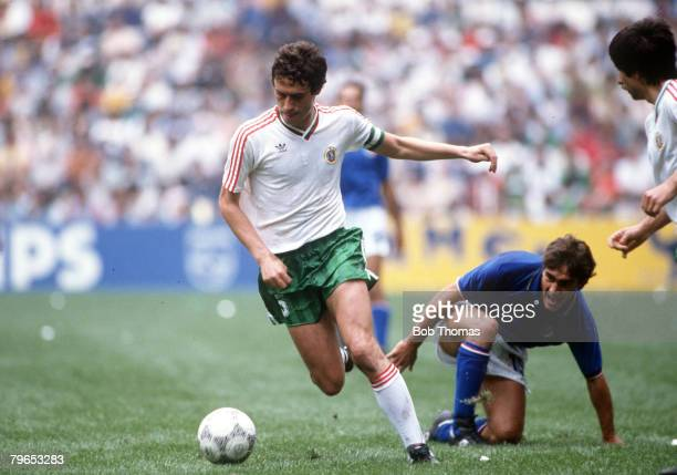 World Cup Finals Azteca Stadium Mexico 31st May 1986 Italy 1 v Bulgaria 1 Italy's Giuseppe Galderesi is beaten by Bulgaria's Gheorgi Dimitrov