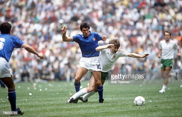World Cup Finals Azteca Stadium Mexico 31st May 1986 Italy 1 v Bulgaria 1 Italy's Salvatore Bagni battles for the ball with Bulgaria's Bochidar...