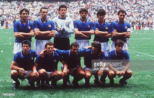 World Cup Finals Azteca Stadium Mexico 31st May Italy 1 v Bulgaria 1 Italy pose for a team group before the match