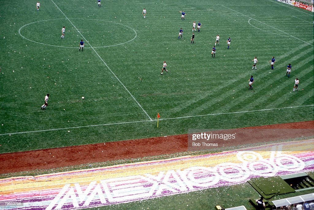 1986 World Cup Finals, Azteca Stadium, Mexico, 31st May, 1986, Opening Ceremony, An aerial view of the match between Italy and Bulgaria in progress on the pitch , The opening game finished in a 1-1 draw : News Photo