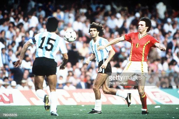 World Cup Finals Barcelona Spain 13th June Argentina 0 v Belgium 1 Belgium's Erwin Vanderbergh battles for the ball with Argentina's Daniel...