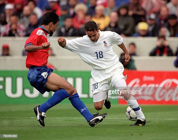 World Cup Finals Bordeaux France 11th JUNE 1998 Italy 2 v Chile 2 Italy's Roberto Baggio takes on Chile's Pedro Reyes