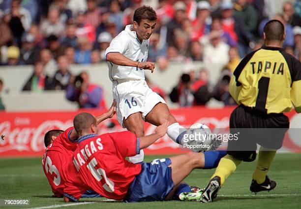 World Cup Finals Bordeaux France 11th JUNE 1998 Italy 2 v Chile 2 Italy's Roberto Di Matteo on the attack