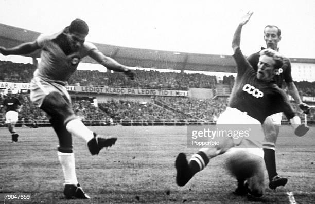 World Cup Finals Gothenburg Sweden 15th June Brazil 2 v Soviet Union 0 Brazil's Didi shoots past Soviet defender Kessarev during their Group Four...